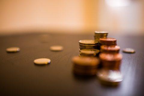 etwas Münzgeld auf dem Tisch