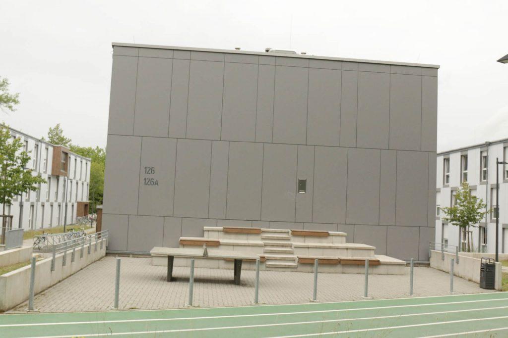 """Wohnheim """"fair"""", Nieder-Ramstädter-Str. 122 - 128A, Beispiel Aussenanlage, Schachbrett"""