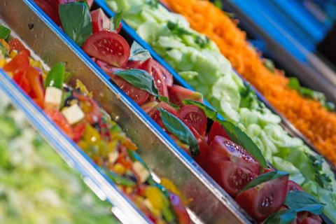 Salatbar in der Mensa