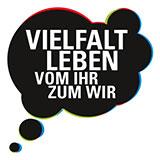 """Logo des Darmstädter Pilotprojekts von Studium+M: eine schwarze Denkblase in der """"Vielfalt leben - vom ihr zum wir"""" steht."""