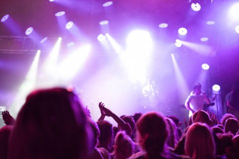 Konzert mit lila Licht; Kulturförderung