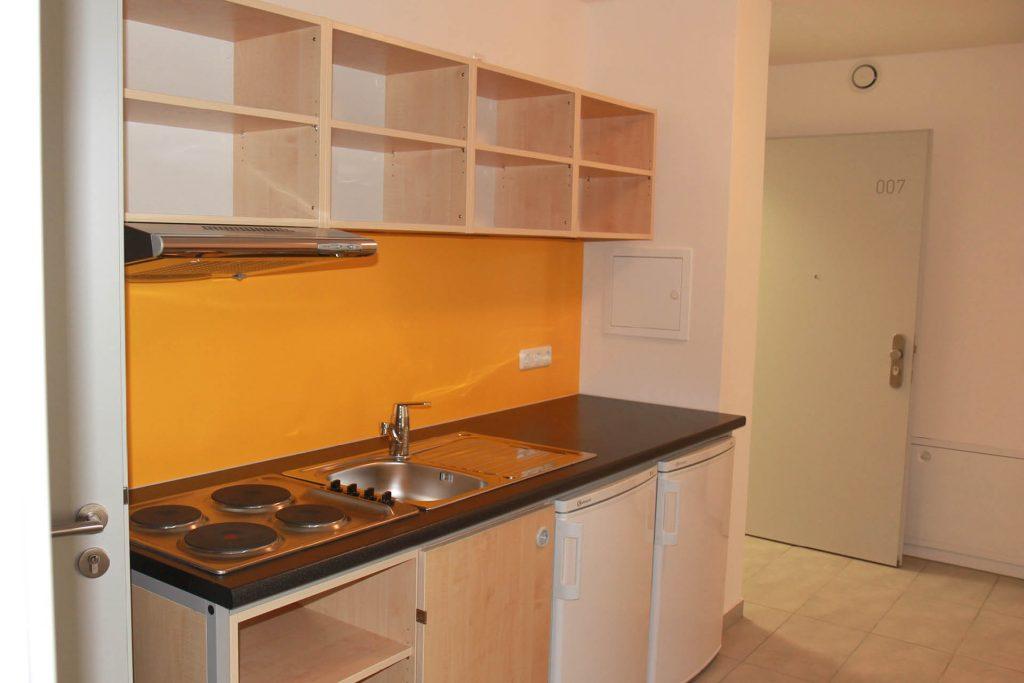 Wohnheim LAB, Berliner Allee, Beispiel unbewohnte Küche