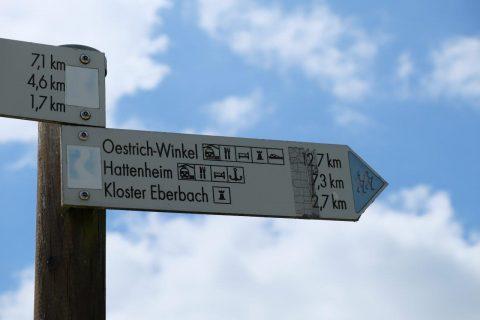 Wegweiser auf der Wanderung durch das Rheingau
